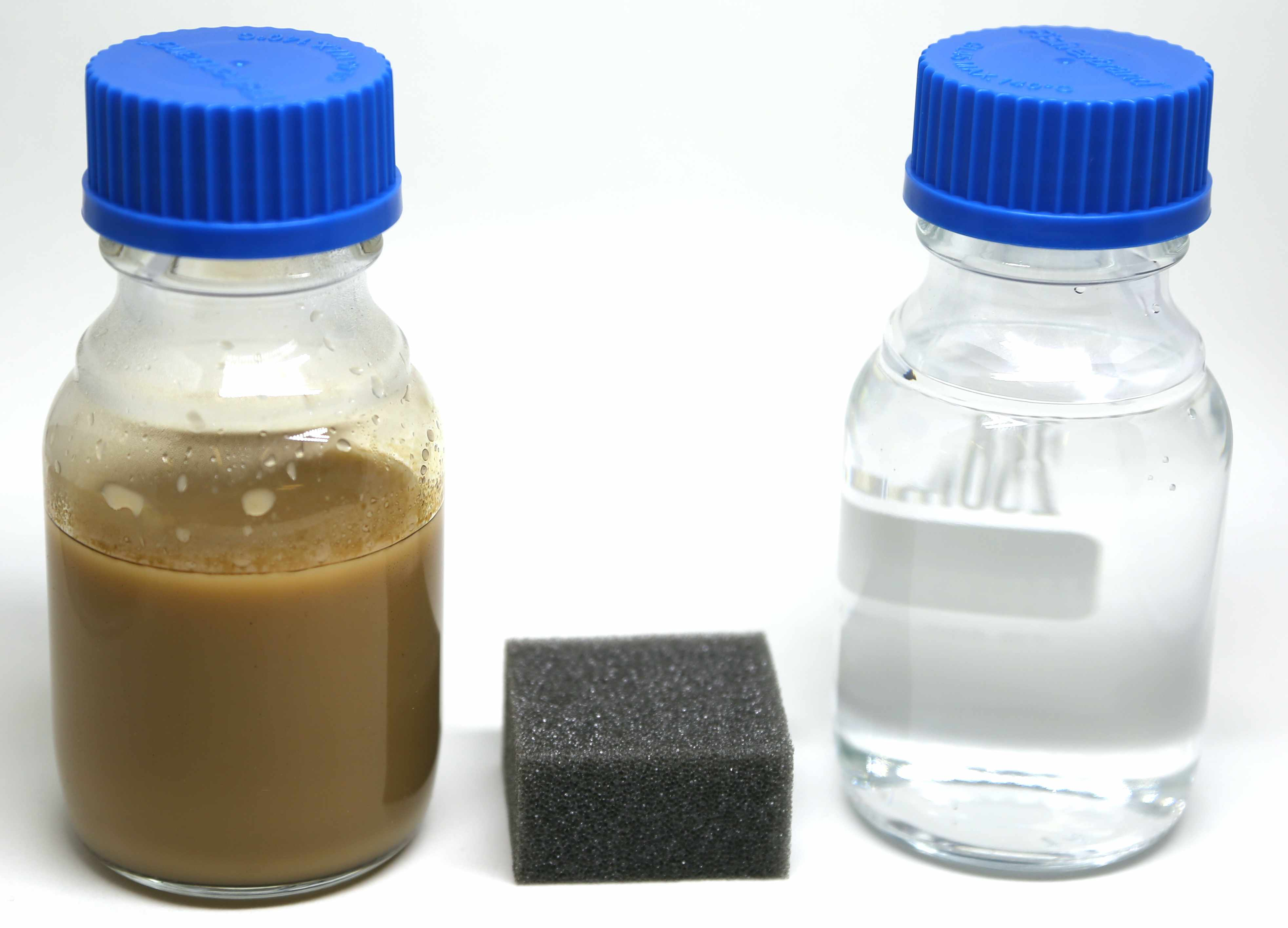 Oily wastewater before and after separation with sponge.